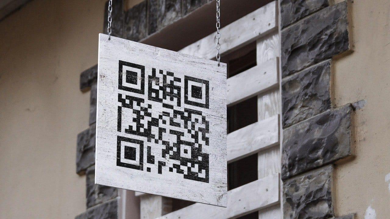Uithangbord met daarop een QR code